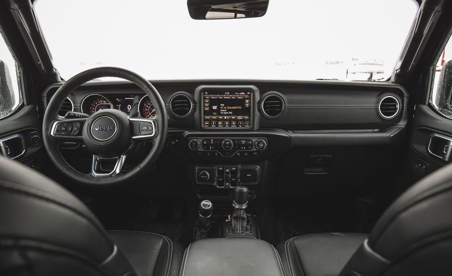 2018 Jeep Wrangler JL Unlimited Sahara - Slide 34