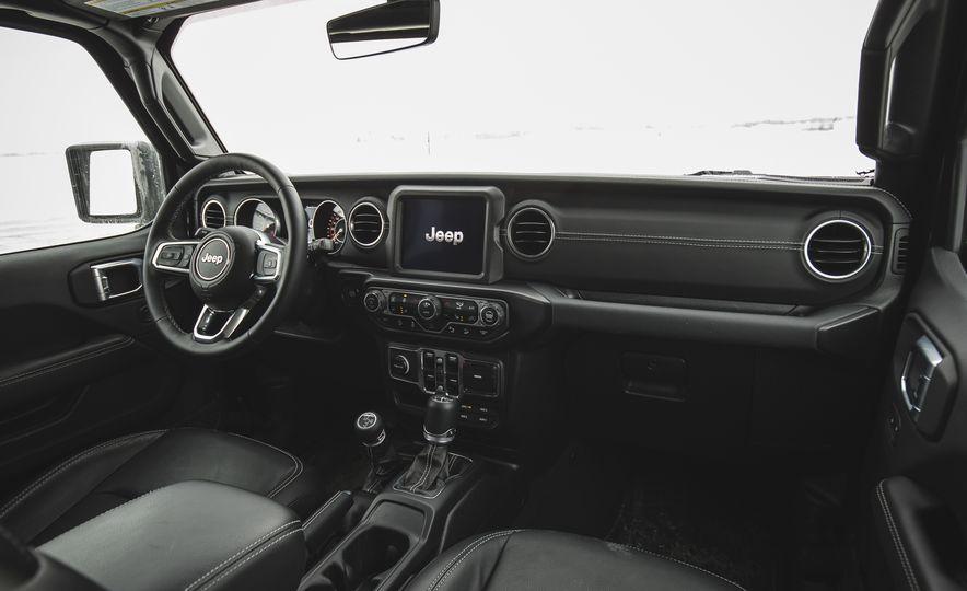 2018 Jeep Wrangler JL Unlimited Sahara - Slide 35