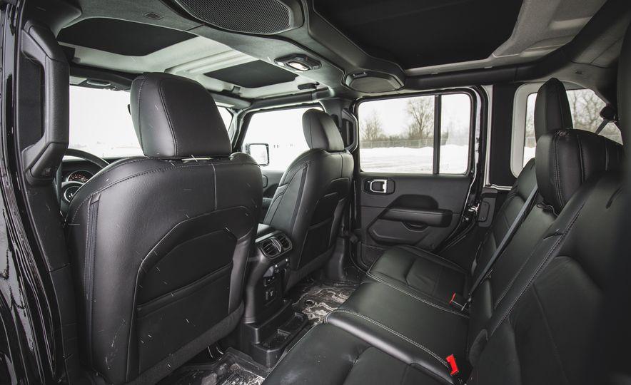 2018 Jeep Wrangler JL Unlimited Sahara - Slide 39