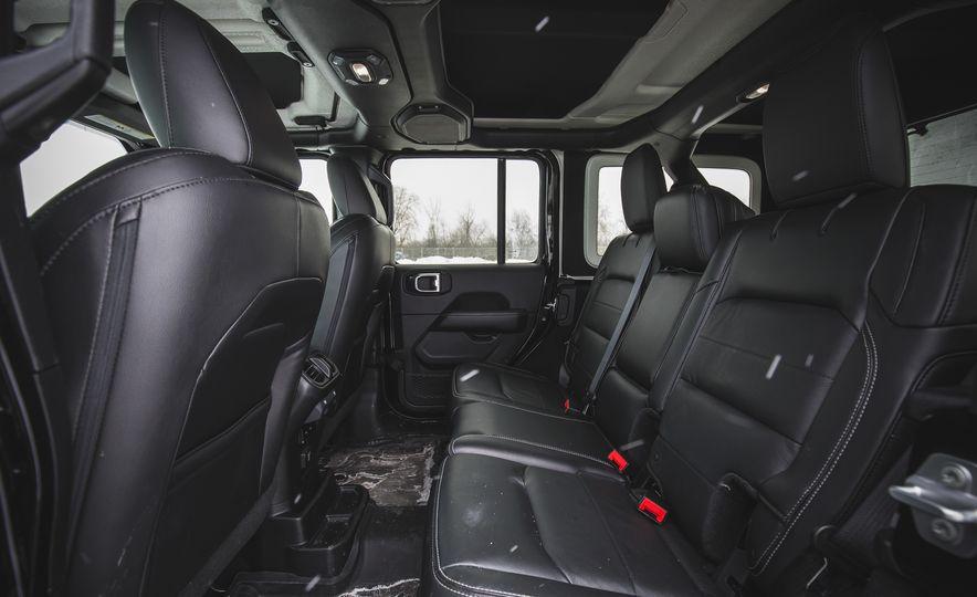 2018 Jeep Wrangler JL Unlimited Sahara - Slide 40