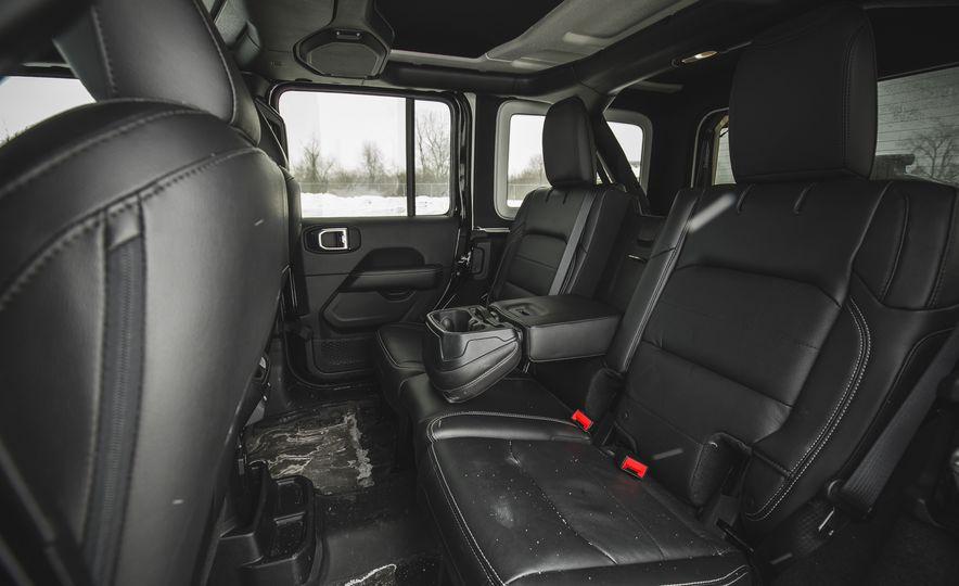 2018 Jeep Wrangler JL Unlimited Sahara - Slide 41