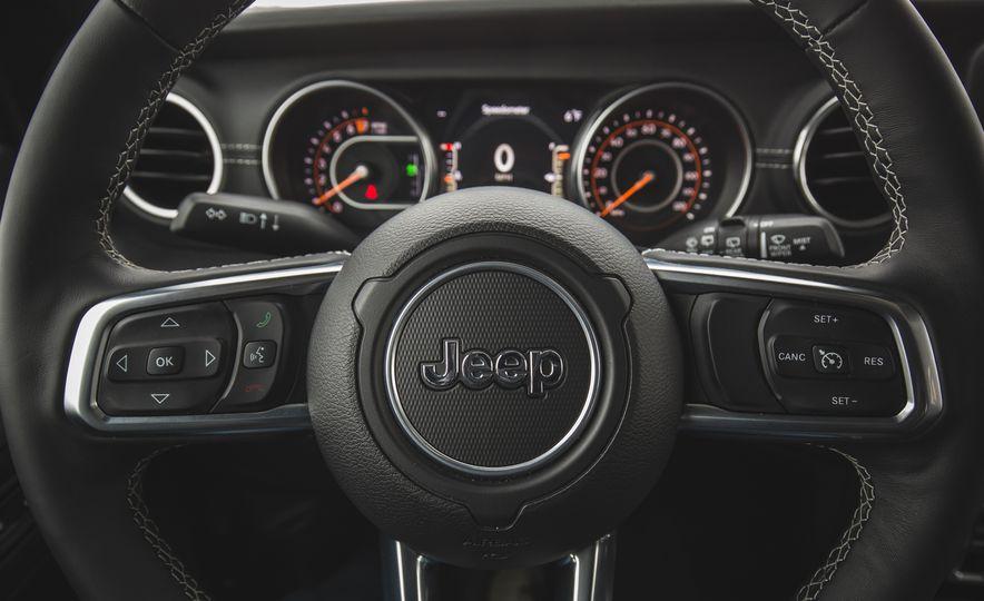 2018 Jeep Wrangler JL Unlimited Sahara - Slide 44