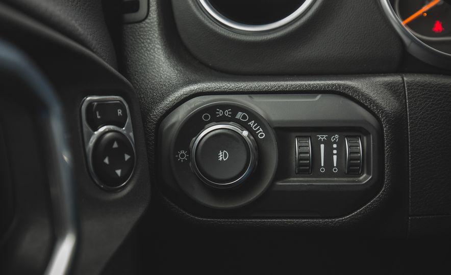 2018 Jeep Wrangler JL Unlimited Sahara - Slide 45