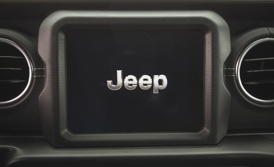 2018 Jeep Wrangler JL Unlimited Sahara - Slide 48