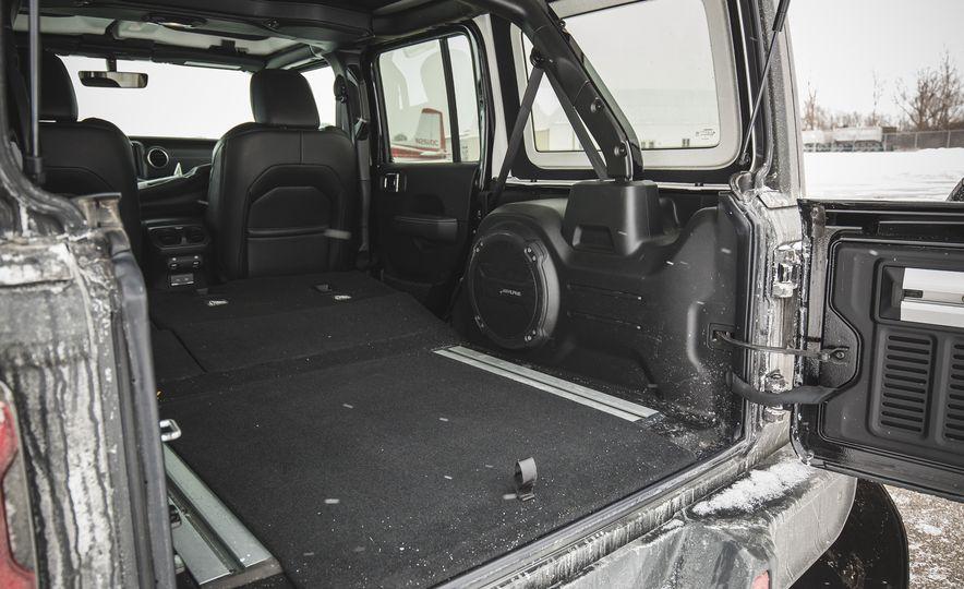 2018 Jeep Wrangler JL Unlimited Sahara - Slide 70