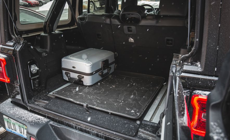 2018 Jeep Wrangler JL Unlimited Sahara - Slide 74