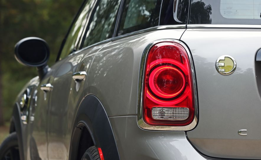 2018 Mini Cooper Countryman S E Plug-In Hybrid - Slide 35