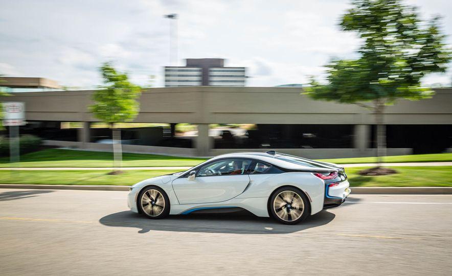 2019 BMW i8 Roadster - Slide 3