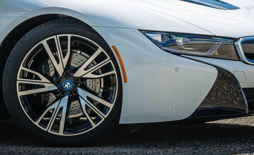 2019 BMW i8 Roadster - Slide 12