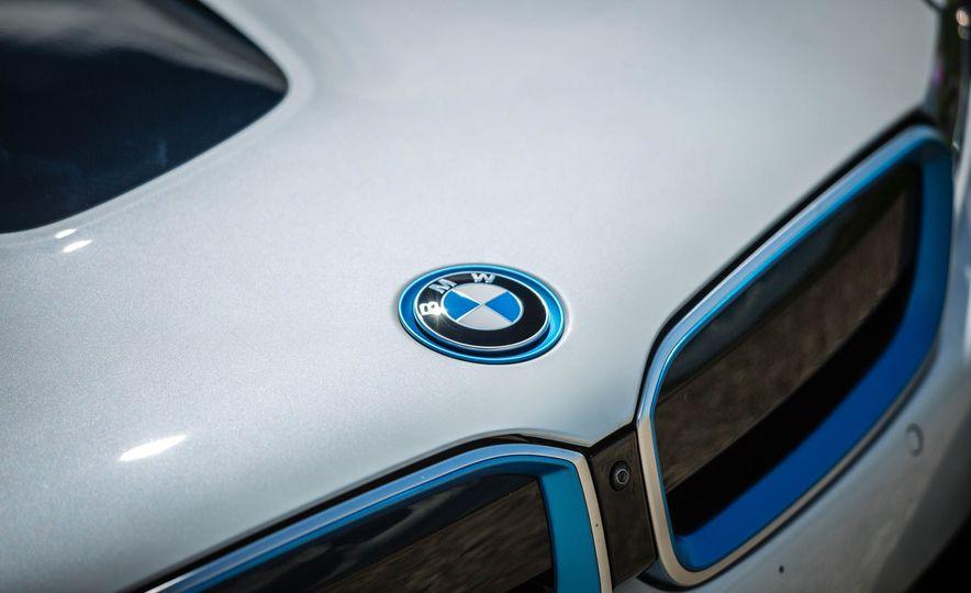 2019 BMW i8 Roadster - Slide 14