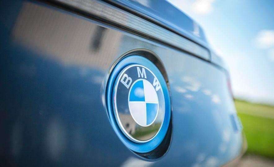 2019 BMW i8 Roadster - Slide 17