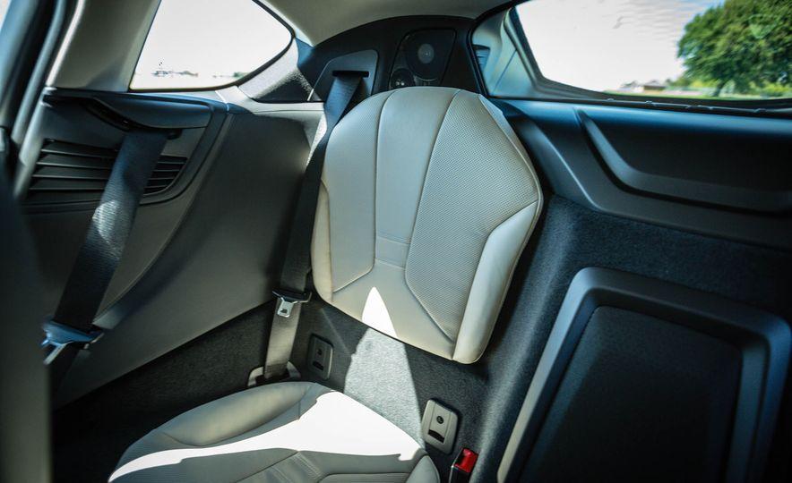 2019 BMW i8 Roadster - Slide 35