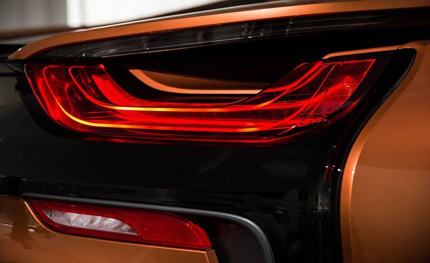 2019 BMW i8 Roadster - Slide 52