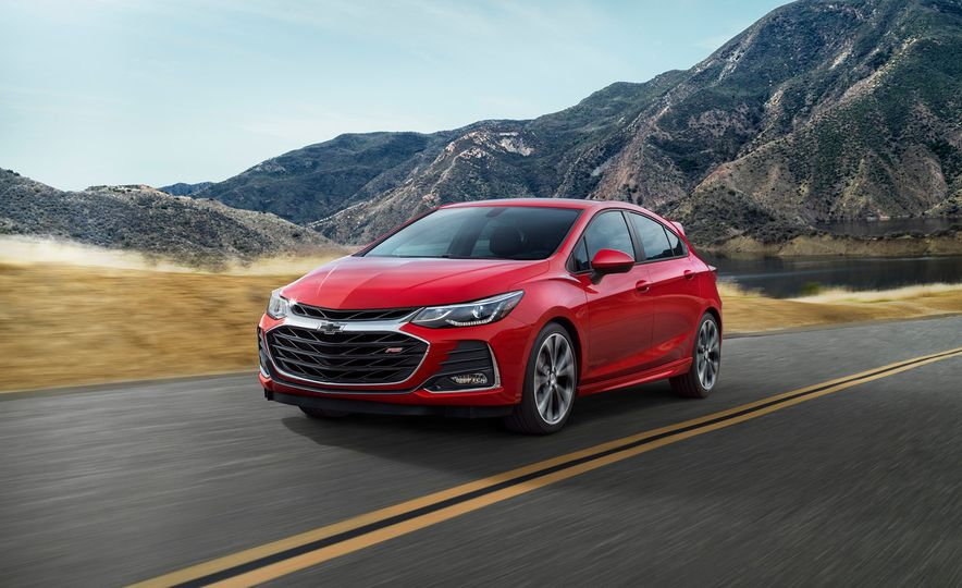 2019 Chevrolet Cruze hatchback - Slide 1