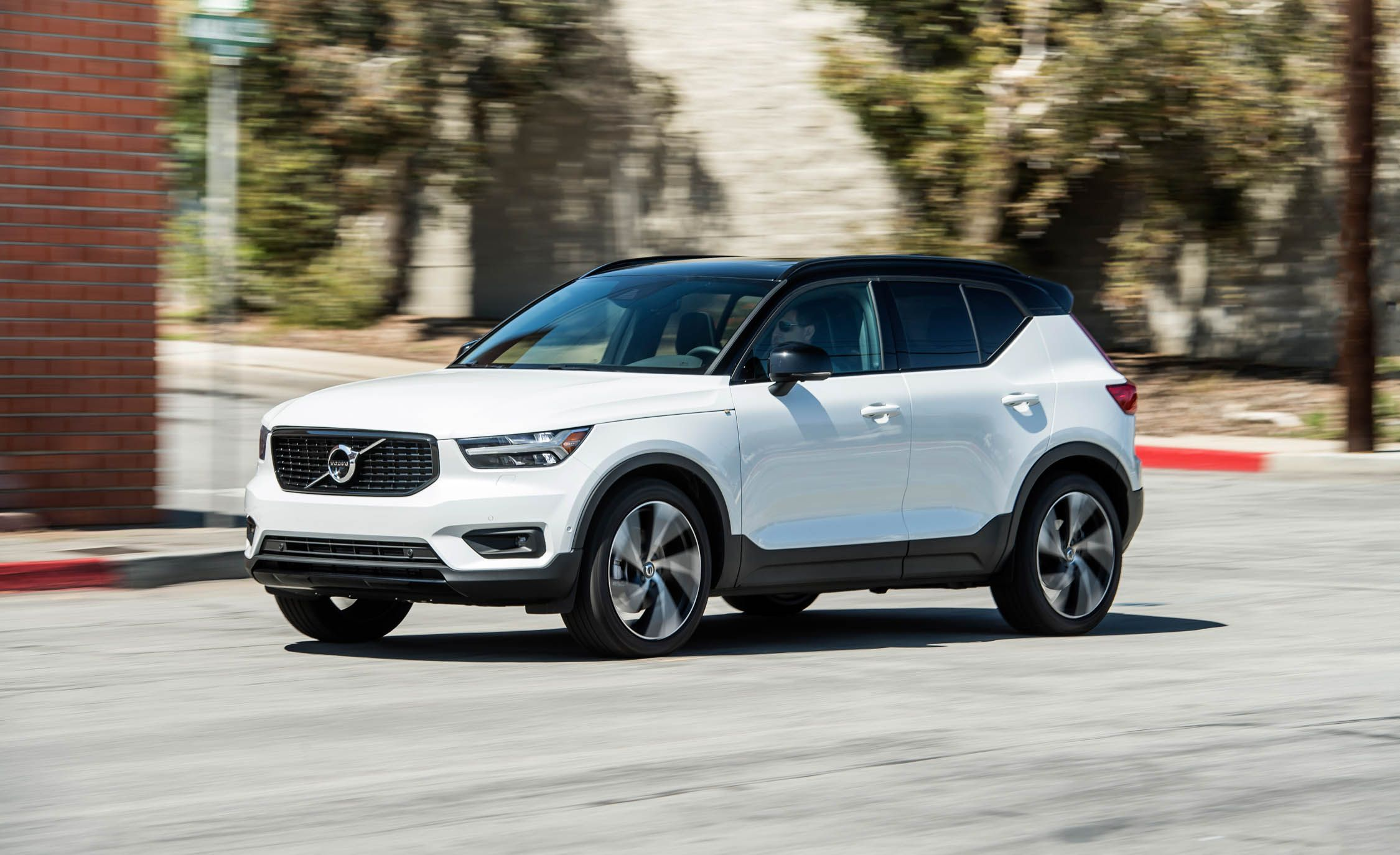 2019 Volvo Xc40 Reviews Price Photos And Specs Car Driver