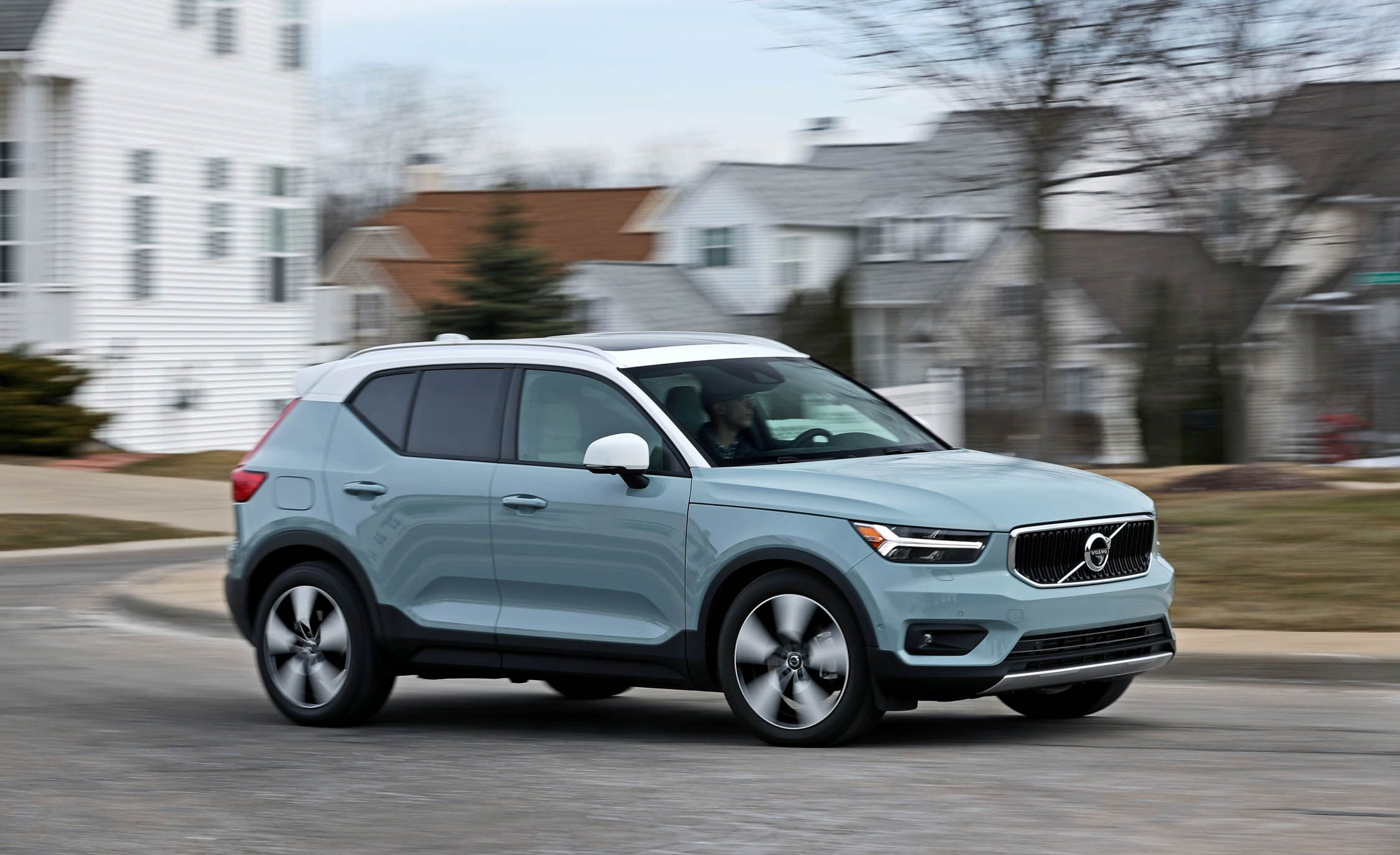 Volvo Xc40 Reviews Price Photos And Specs Car Driver