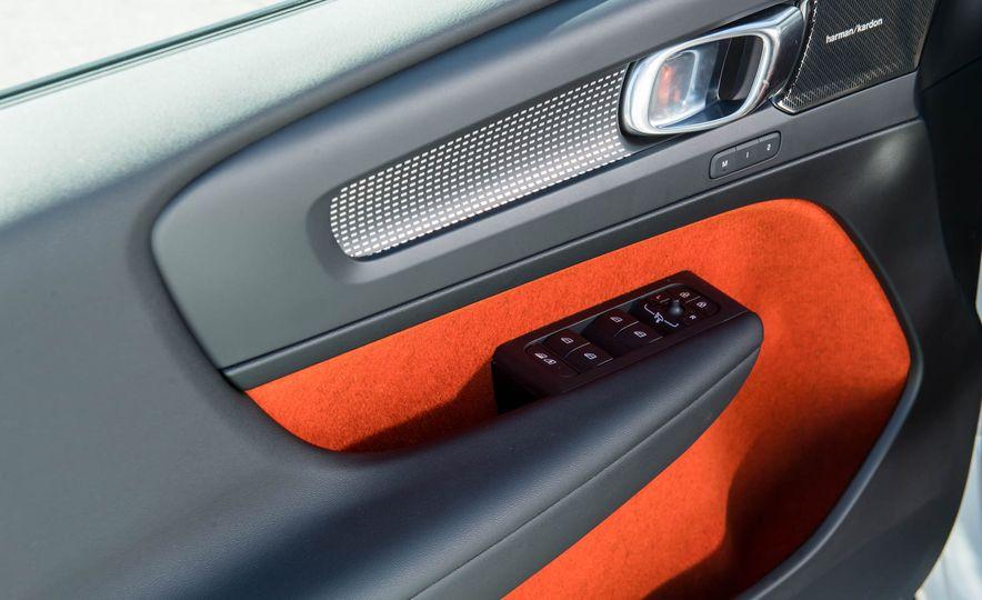 2019 Volvo XC40 - Slide 28