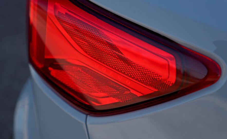 2019 Volvo XC40 - Slide 58