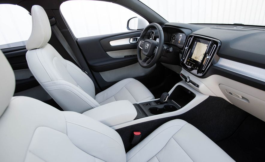 2019 Volvo XC40 - Slide 62