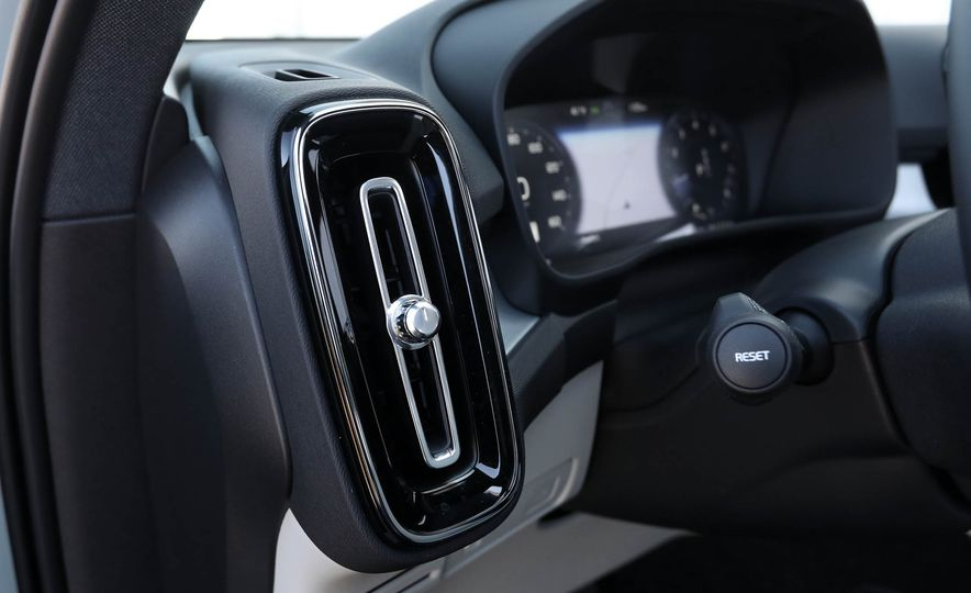 2019 Volvo XC40 - Slide 68