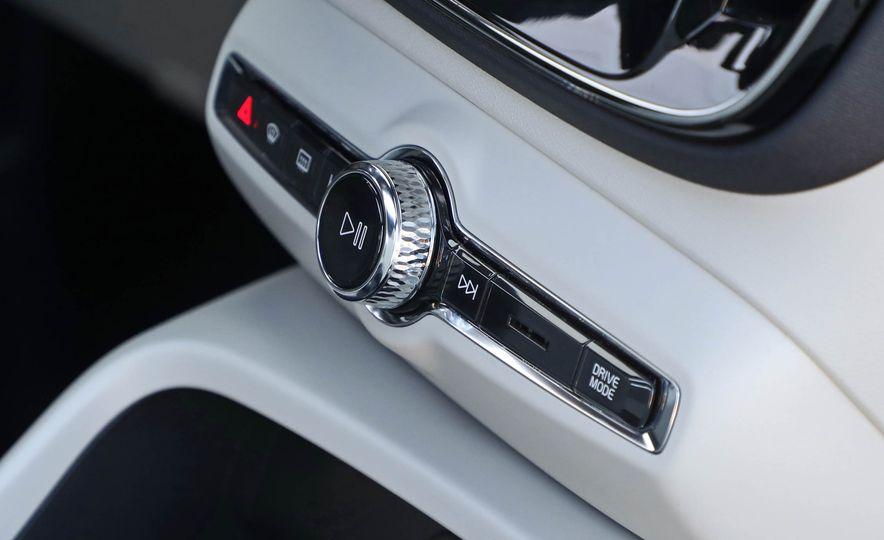 2019 Volvo XC40 - Slide 72