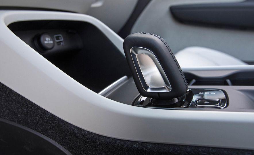 2019 Volvo XC40 - Slide 75