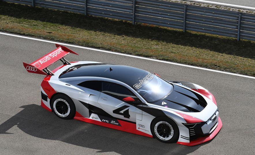 Audi e-tron Vision Gran Turismo - Slide 8