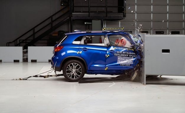 Ford Escape, Mitsubishi Outlander Sport Struggle in Latest IIHS Crash Tests