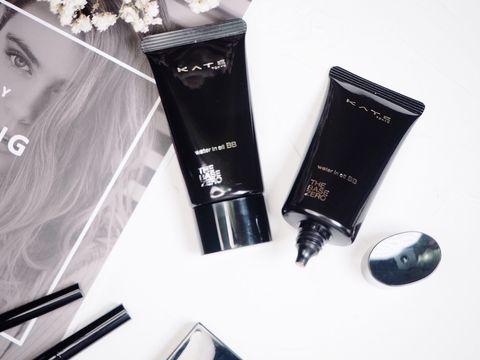 Product, Beauty, Skin, Eye liner, Material property, Cosmetics, Hand, Brand, Cream, Liquid,