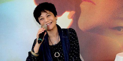 Singer, Singing, Fun, Music artist, Black hair, Performance, Smile, Gesture,