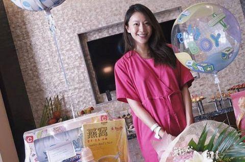 World, Interior design, Balloon, Astronomical object, Toy, Flower Arranging, Floral design, Sphere, Curtain, Basket,