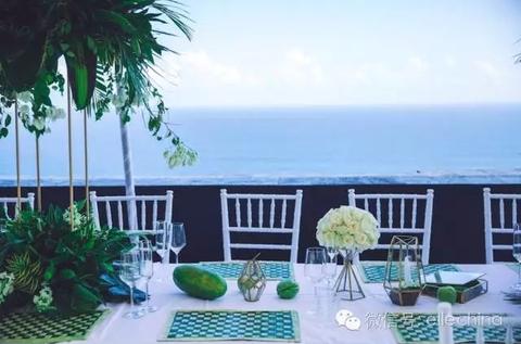 Ocean, Ananas, Azure, Resort, Outdoor furniture, Balcony, Arecales, Home, Outdoor table, Tropics,