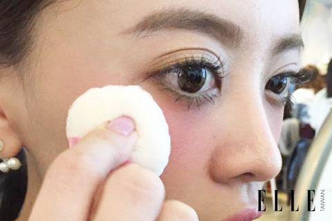 Cheek, Skin, Eyelash, Eyebrow, Beauty, Iris, Organ, Nail, Photography, Close-up,