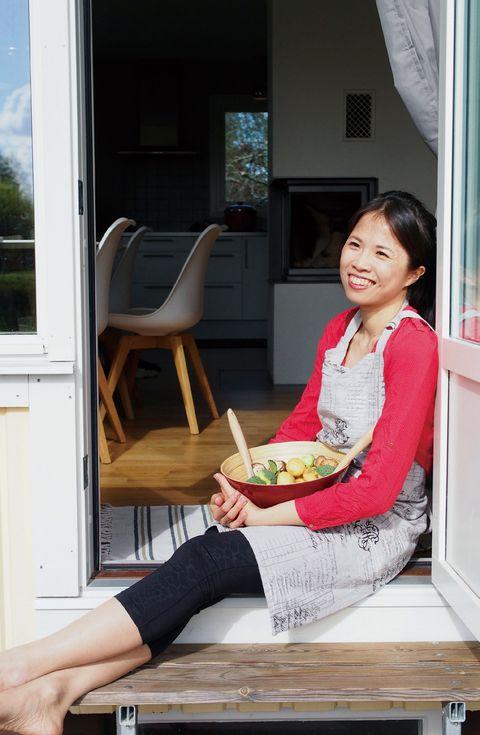 Sitting, Fixture, Door, Cuisine, Home door, Food craving, Plate, Fruit, Eating, Meal,