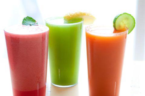 Green, Food, Ingredient, Vegetable juice, Liquid, Juice, Produce, Drink, Tableware, Carmine,