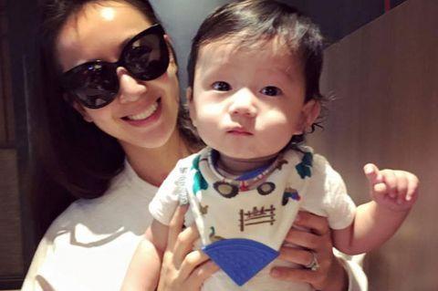 Eyewear, Ear, Human, Finger, Cheek, Sunglasses, Hand, Child, Baby & toddler clothing, Thumb,