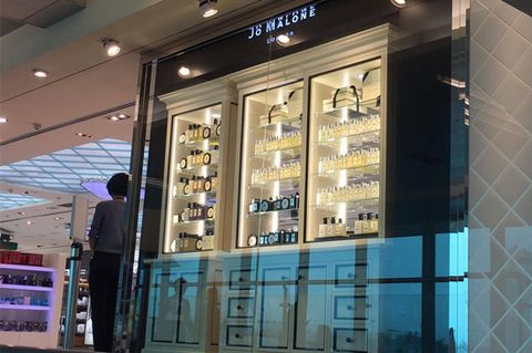 Lighting, Glass, Retail, Ceiling, Commercial building, Display case, Customer, Outlet store, Transparent material, Trade,