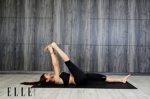 Human leg, Shoulder, Elbow, Barefoot, Wrist, Physical fitness, Knee, Thigh, Foot, Exercise,