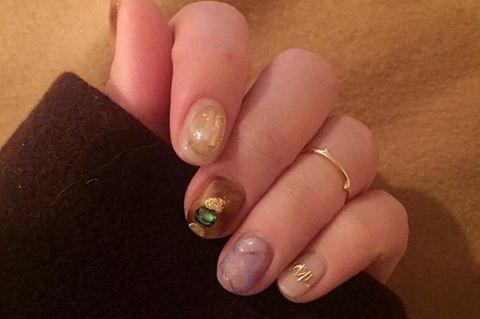 Finger, Skin, Nail, Nail care, Manicure, Nail polish, Amber, Thumb, Beige, Gloss,