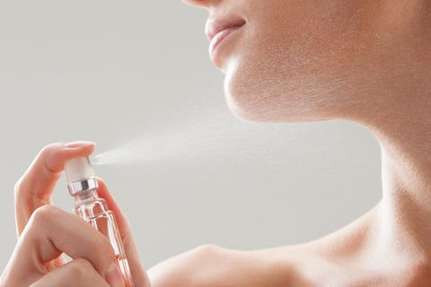Finger, Skin, Chin, Hand, Nail, Jaw, Neck, Photography, Close-up, Aluminum can,