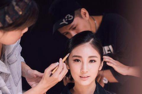 Face, Head, Ear, Nose, Finger, Hairstyle, Forehead, Eyebrow, Hand, Eyelash,