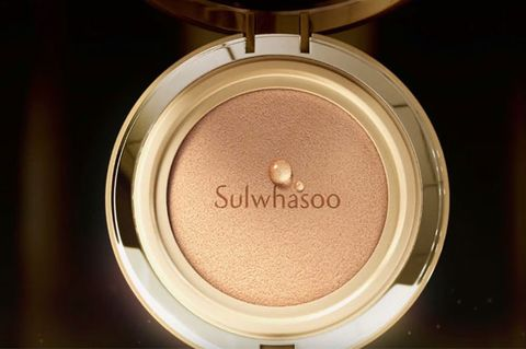 Beauty, Product, Brown, Pink, Eye, Beige, Peach, Cosmetics, Eye shadow, Material property,
