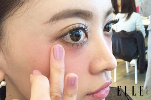 Finger, Lip, Brown, Skin, Eyelash, Eyebrow, Nail, Beauty, Organ, Eye shadow,