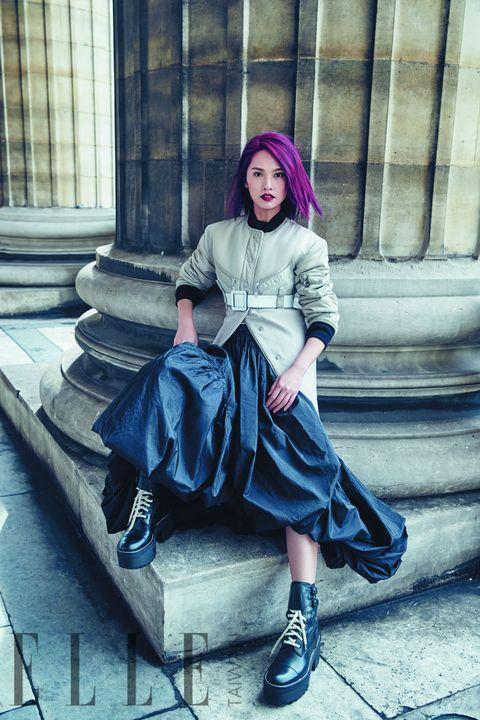 Clothing, Human leg, Sitting, Purple, Style, Street fashion, Magenta, Knee, Bag, Stairs,