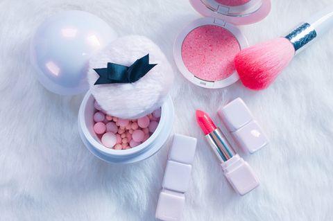 Pink, Magenta, Lipstick, Cosmetics, Ingredient, Peach, Chemical compound, Sweetness, Lavender, Brush,