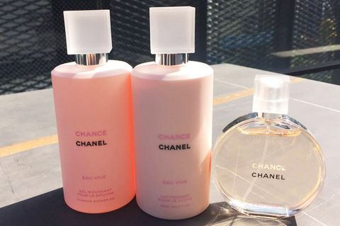 Liquid, Product, Peach, Fluid, Pink, Orange, Cosmetics, Tints and shades, Beauty, Lavender,