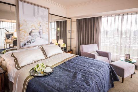 Bed, Room, Interior design, Bedding, Property, Furniture, Textile, Bedroom, Floor, Bed sheet,