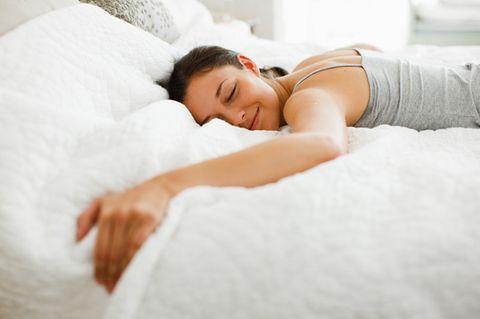 Face, Comfort, Mouth, Skin, Bedding, Textile, Bed sheet, Room, Bedroom, Bed,