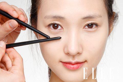 Finger, Lip, Cheek, Brown, Skin, Hairstyle, Eye, Chin, Forehead, Eyelash,
