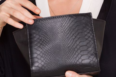 Finger, Textile, Nail, Bag, Leather, Fashion, Wallet, Thumb, Material property, Shoulder bag,